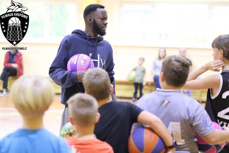 Kviečiame 7-12 metų vaikus į sekmadienines krepšinio treniruotes Fabijoniškėse